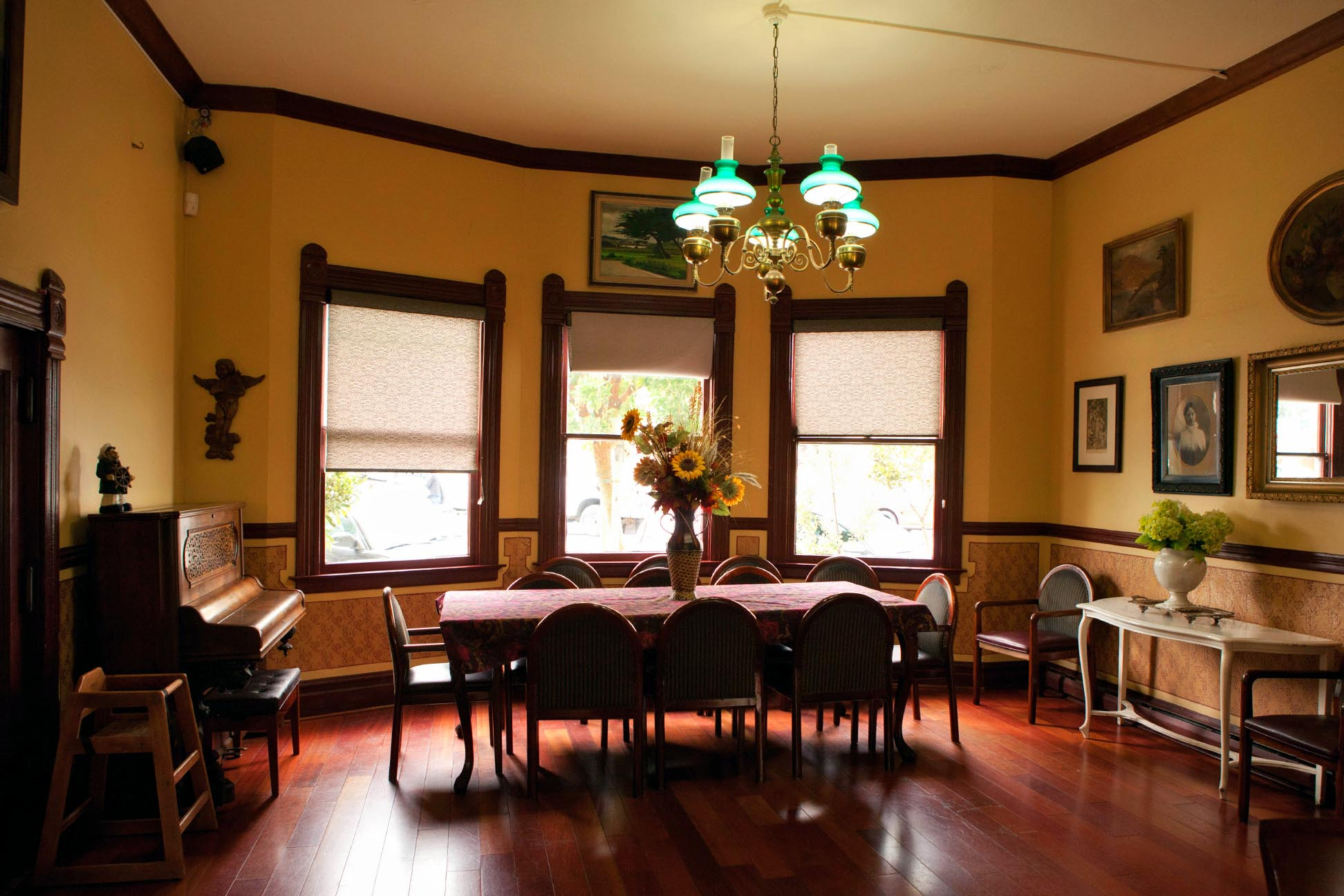 dinning room photo for hotel website