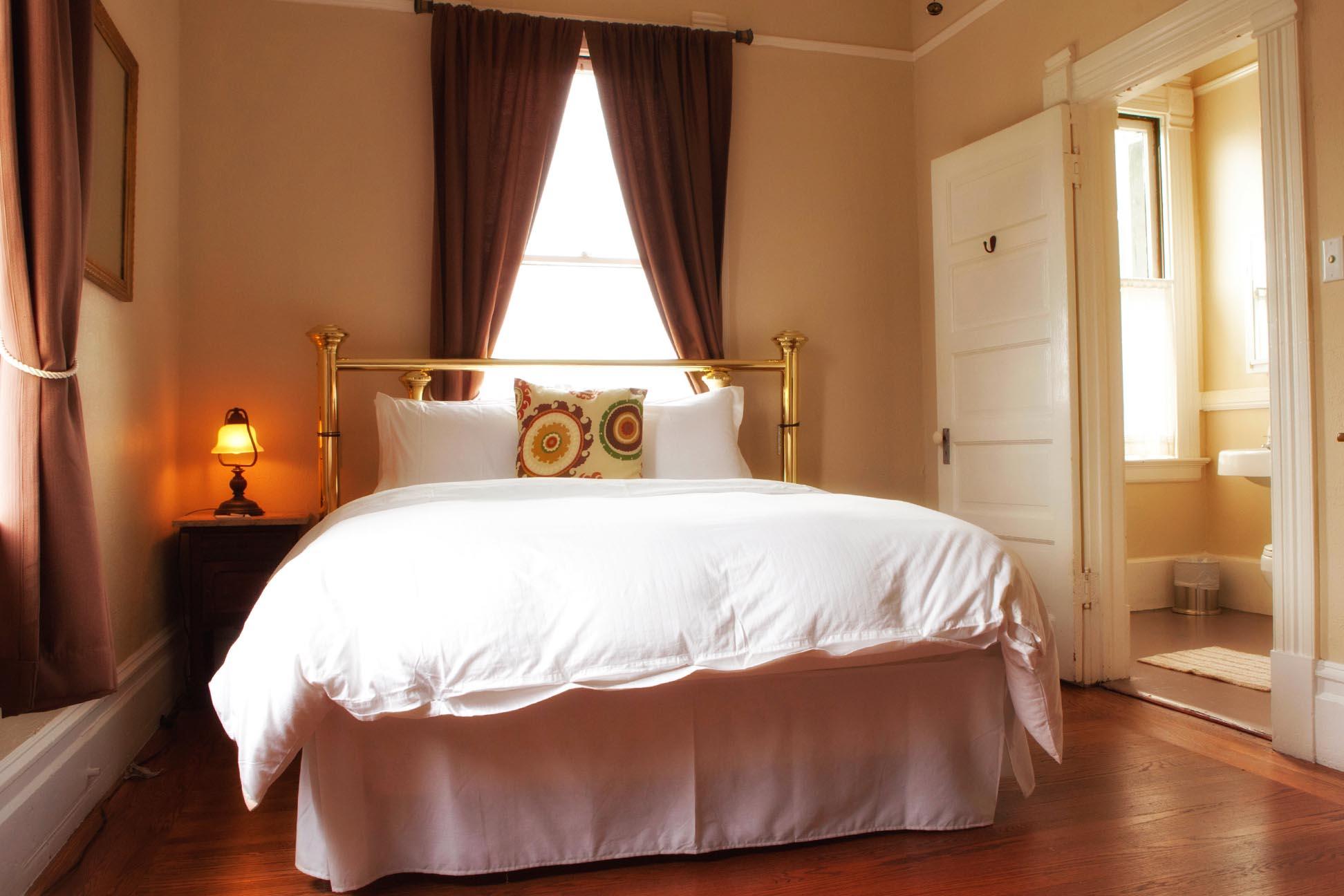 hotel room website photo