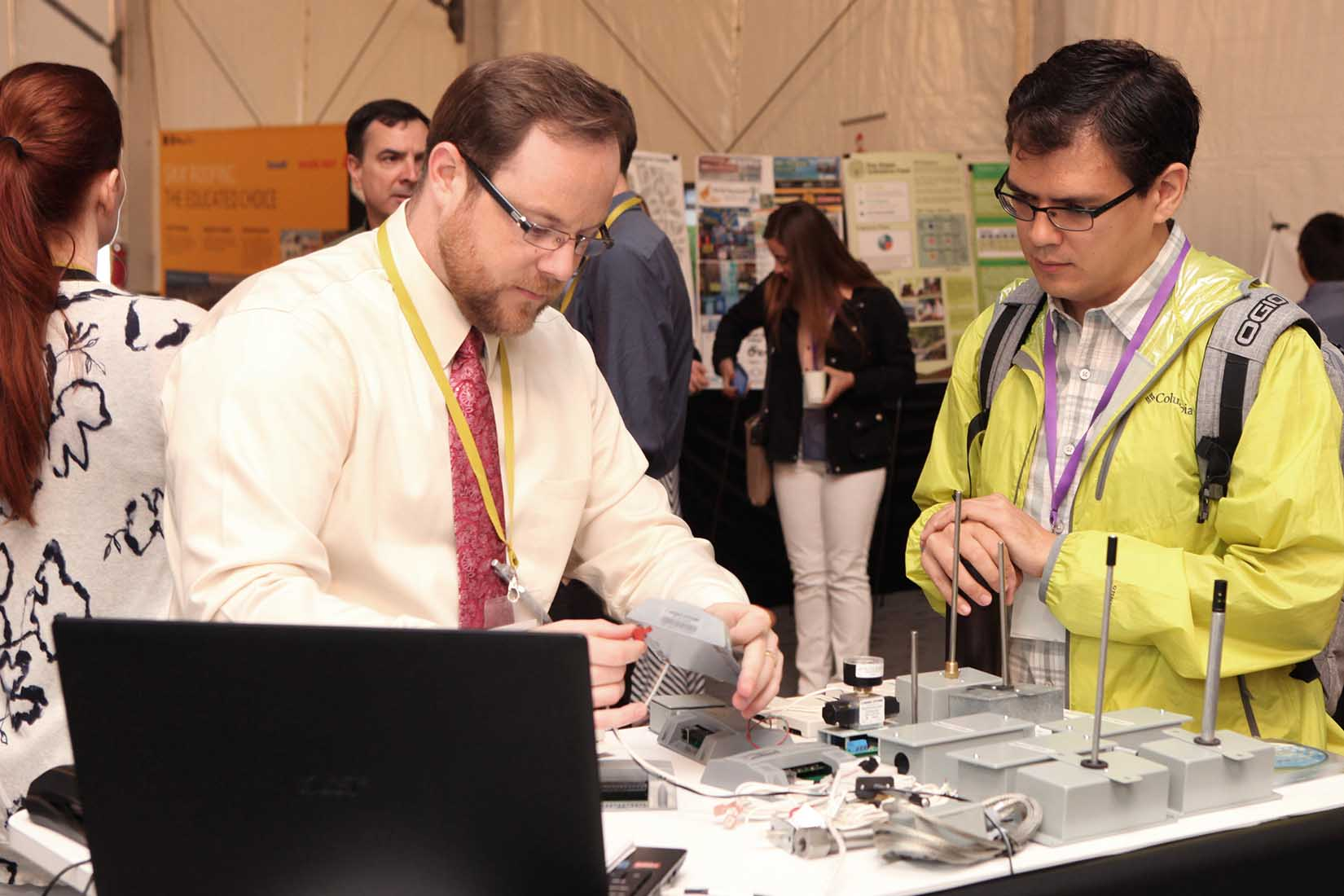 vendor shows his products to a participant of the seminar